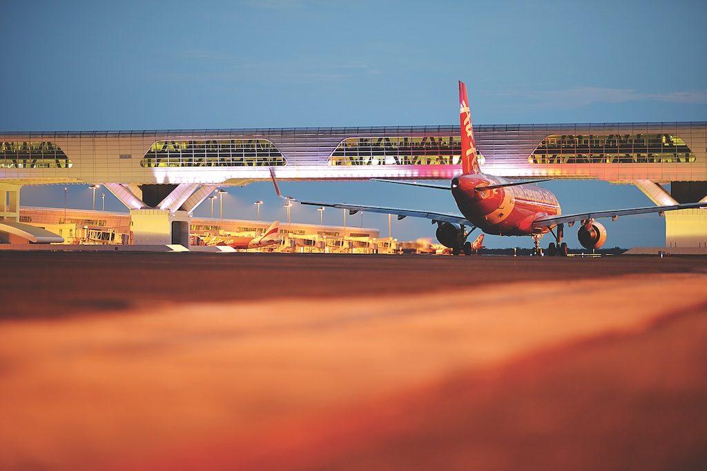 Airplane_runway_small